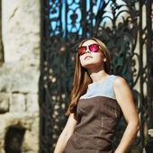 Teenager-mädchen in sonnenbrillen — Stockfoto