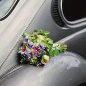 Wedding bouquet on old fashioned car. — Stock Photo