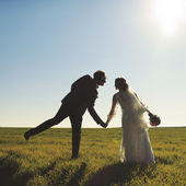 Young newly wed couple at field. — Стоковое фото