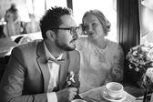 Imagens preto e branca do casal casamento feliz juntos. — Fotografia Stock