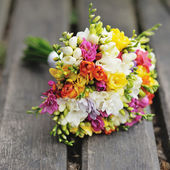Wedding bouquet on wood surface. Summer wedding. — Stock Photo