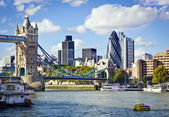 London skyline seen from the River Thames — Foto de Stock