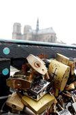 Love locks bridge in Paris — Stock Photo