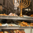 Menorah in the window of a kosher bakery in Marais (Paris). — Stock Photo