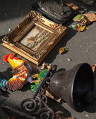 Bell with colourful cock and seascape painting at the flea market. — Stock Photo