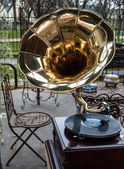 Gramophone for sale at flea market in Paris. — Stock Photo