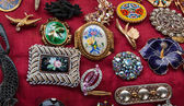 Jewelry background. Vintage brooches at flea market in Paris. — Stock Photo
