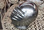 Iron helmet of the medieval knight at flea market in Paris. — Stock Photo