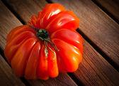 Błyszczący befsztyk dojrzałych pomidorów — Zdjęcie stockowe
