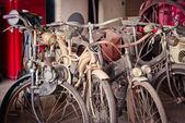 针对旧自行车 — 图库照片