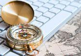 Kompas op het toetsenbord — Stockfoto