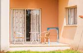 Tavolo sedia sulla veranda — Foto Stock
