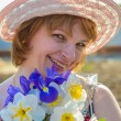Middle-aged woman with flowers — Stockfoto
