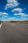 Yol ve çayırlar — Stok fotoğraf
