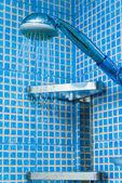 Prysznic w łazience — Zdjęcie stockowe