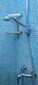 Ducha en el baño — Foto de Stock