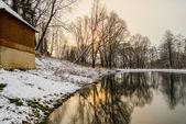 Niet bevroren vijver in de winter — Stockfoto