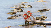 Wooden bridge juts out into the expanse of the sea — Stock Photo