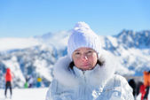 Woman in ski suit on a background of mountains — Stock Photo