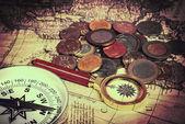 Karte mit Münzen — Stockfoto