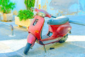 Vieux scooter rouge — Photo