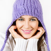 Beautiful young woman ready for winter — Stock Photo
