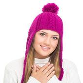 Carina ragazza adolescente indossa cappello lavorato a maglia rosa — Foto Stock