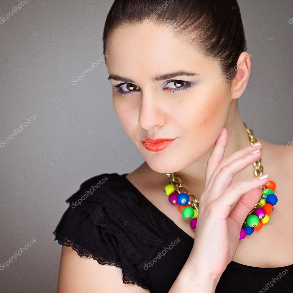 美丽年轻的优雅女人