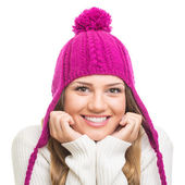 Beautiful teenage girl wearing magenta winter hat — Stockfoto