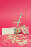 Jar with colorful sweets and blank message — Stock Photo