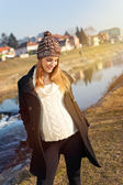 Pretty young pregnant woman taking a walk by the river — Stock fotografie