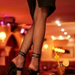 Sexy legs of a waitress standing on the bar. indoor shot - Foto Stock