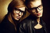 Portret przepiękny ruda moda twins w czarne ubrania w — Zdjęcie stockowe