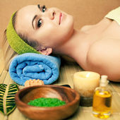 Beautiful young woman at a spa salon. Perfect Skin. Skincare. Yo — Stock Photo