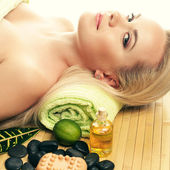 Portait of a beautiful young woman at a spa salon. Perfect Skin. — Stock Photo