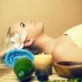 Portrait of a beautiful young woman at a spa salon. Perfect skin — Stock Photo