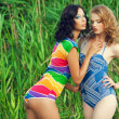Portrait of two gorgeous young women (girlfriends) in trendy col — Stock Photo