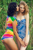 Portrait of two gorgeous young women (girlfriends) in trendy col — Photo