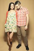Notion de grossesse élégant : portrait de deux heureux hipsters (husba — Photo