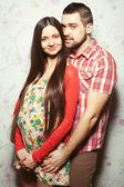 Stylish pregnancy concept: portrait of couple of hipsters (husba — Stock fotografie