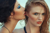 Beautiful couple of models with perfect arty make-up on the beac — Stock Photo