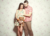 Stylish pregnancy concept: portrait of couple of hipsters (husba — Zdjęcie stockowe