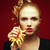 Comer saudável. conceito de junk food. retrato da moda você — Foto Stock