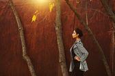 Conceito de moda de rua. retrato da moda da bela morena eu — Fotografia Stock