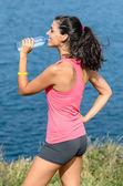 Verano hidratación y mar — Foto de Stock