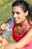 Mujer verano hidratación — Foto de Stock