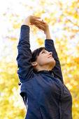 Esticando os braços e costas — Foto Stock
