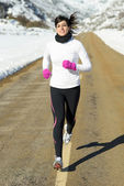 Winter laufenden frau straße — Stockfoto