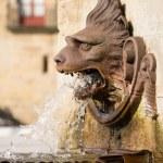 Lew fontanna w gijon - Hiszpania — Zdjęcie stockowe
