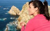 Woman looking beautiful coast landscape — Stock Photo